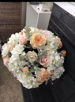 Flower arrangements with vase for Sale in Bothell, WA