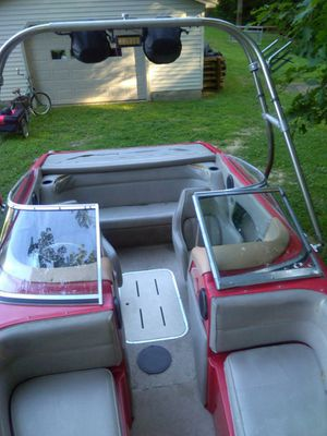 Wake boarding boat 1995 bryant for Sale in Apple Creek, OH