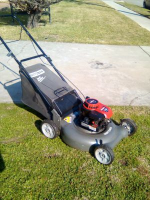 21in Craftsman 4.5 HP push lawn mower $35 please read below for Sale in West Covina, CA
