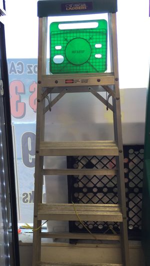 "6""ft aluminum step ladder for Sale in St. Petersburg, FL"