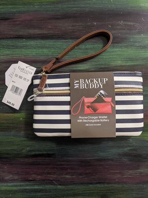 Van heusen Phone-Charger Wristlet for Sale in Vancouver, WA