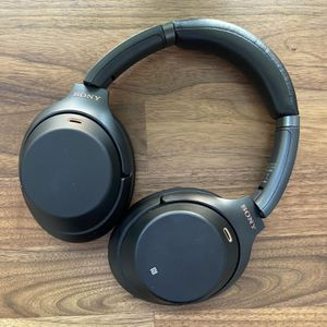 Sony Noise Cancelling Headphones for Sale in Chicago, IL