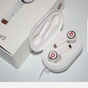Tour3 wireless earphone Beats by dr.dre for Sale in Bay Shore, NY