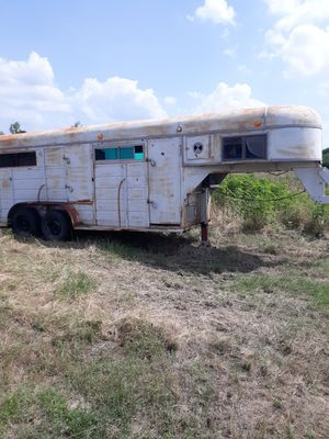 Two horse gooseneck trailer with large tack room for Sale in Webberville, TX