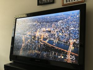 Philips 40 inch TV with universal remote for Sale in Austin, TX
