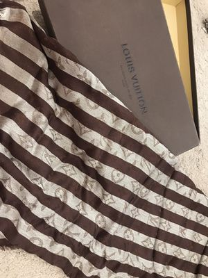Brand new Louis Vuitton scarf unisex for Sale in Fontana, CA