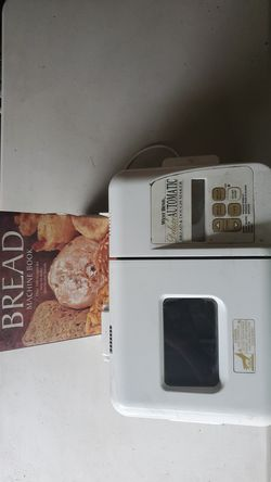 West Bend Bread and Dough Maker w sliccer & book for Sale in Tampa,  FL