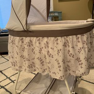 Delta Sweet Beginnings Bassinet - Falling Leaves for Sale in Vancouver, WA