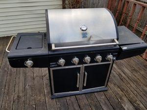 Bbq grill for Sale in Detroit, MI