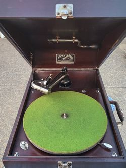 1922 Antique Victrola Portable Phonograph Record Player for Sale in Fairfax,  VA