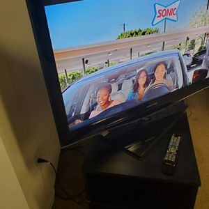 Samsung TV Inches 40 Inches And Blanks Queen Size 25 Each for Sale in Aurora, CO