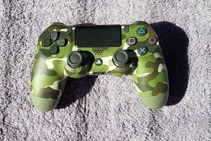 SERIOUSLY LIKE NEW WIRELESS CAMO PS4 VIDEOGAME CONTROLLER for Sale in Tucson, AZ
