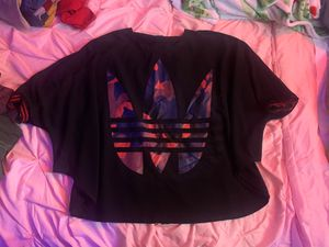 ADIDAS OVERSIZED WOMENS TEE SHIRT for Sale in Lynnwood, WA