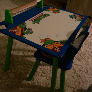 Toddler ninja turtle Desk for Sale in Kingsburg, CA
