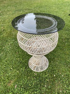Antique Wicker table with glass top for Sale in Edmonds, WA