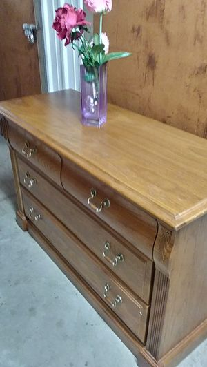 SOLID WOOD 4 DRAWERS CHEST / DRESSER ALL DRAWERS SLIDING SMOTHY for Sale in Fairfax, VA