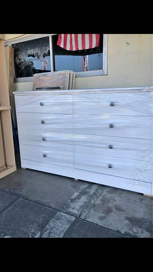 Compressed Wood Dresser 8 Drawer for Sale in Los Angeles, CA