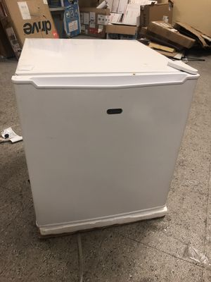 1.7 sunbeam mini fridge for Sale in Dallas, TX