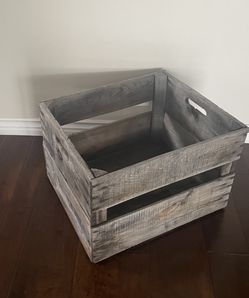 "VINTAGE WOODEN CRATE - 23"" wide x 19"" deep x 15 1/2"" tall for Sale in Huntington Beach,  CA"