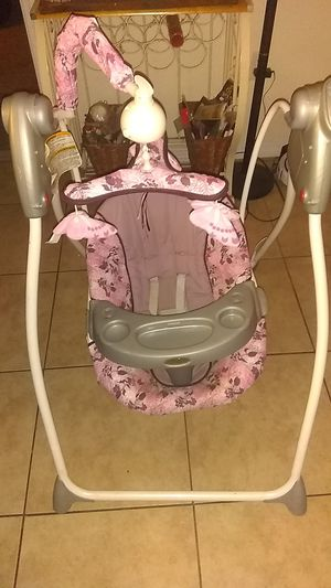 Pink Graco swing for Sale in Clearwater, FL
