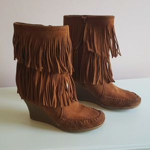 Minnetonka Fringe Wedge Boots for Sale in Norwich, CT