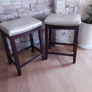 Stools For Counter ( Tan Seat Color & 26 Inches Tall ). Ti for Sale in Apple Valley, CA