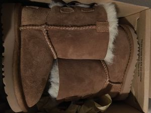 UGG boots for kids NEW - Size 6 for Sale in Calexico, CA
