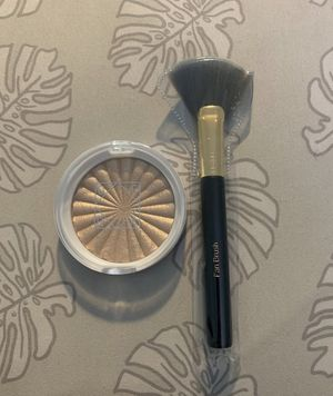 OFRA Highlighter And Fan Brush for Sale in Chicago, IL