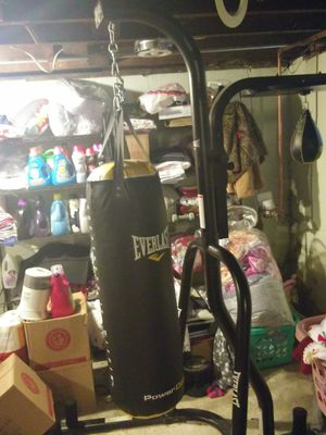 Punching Bag(Everlast) for Sale in Fort Wayne, IN