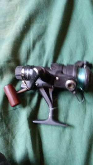 Shimano fishing reel the handles reversible either side for Sale in Hayward, CA