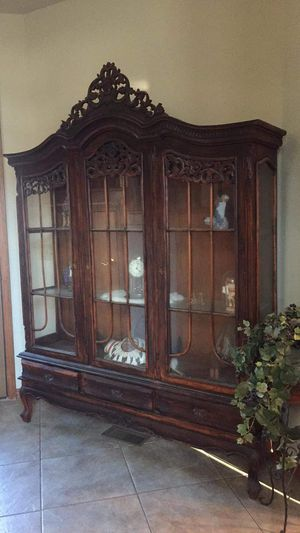 1910 China hutch no nails in this piece made in Pennsylvania area asking 1500 or trade camper or 4 wheeler for Sale in Mannford, OK