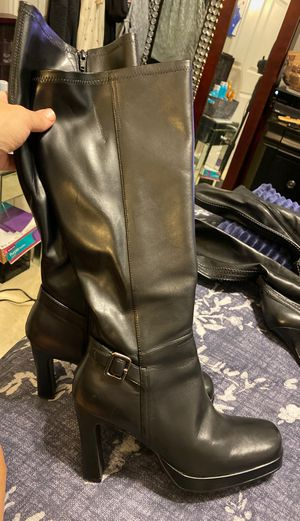 Women's sketcher boots size 9 new for Sale in Riverside, CA