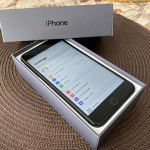 iPhone 8 Plus 64gb UNLOCKED for Sale in Mesa, AZ