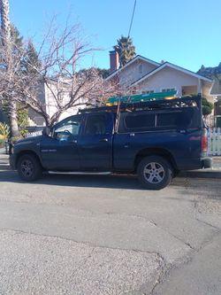 Vendo Cámper Y Rakasen $400 Para Troka Cama Corta Para Una Ram O GMC O CHEVI for Sale in Oakland,  CA