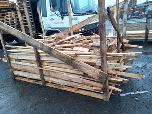Big pallet of Fire wood bring your tráiler and will load you with a forklift for Sale in Vancouver, WA