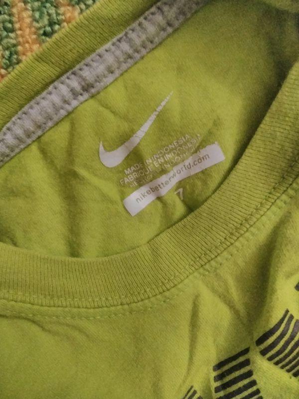 Boys sz 7 Nike shirt 4$