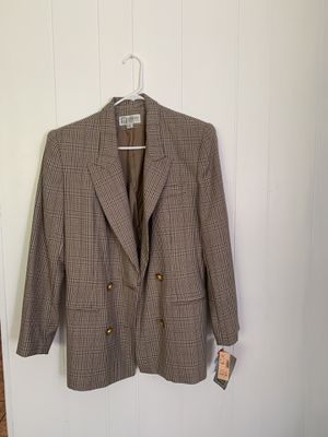 Women classic suit for Sale in Hermon, ME