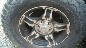 4 Rims 2008 GM SIERRA it got tires not in the greatest shape! Asking $345 or best offer for Sale in Charlotte, NC