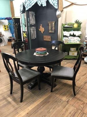 Table & Chairs for Sale in Miles, TX