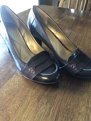 Dark Brown Two Tone Naturalizer Heels Size 7.5 for Sale in Rochester, MN