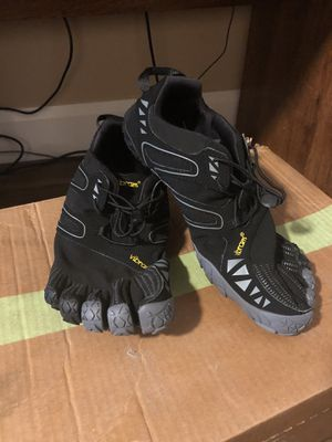 Like new, Mint Vibram FiveFingers V Trail Black & Gray barefoot running shoes size 10.5-US; 44-EU for Sale in Queens, NY