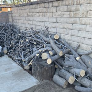 Free Wood  for Sale in Sylmar, CA