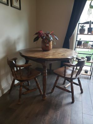 Table with 4 matching chairs for Sale in Spanish Fork, UT