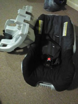Infant car seat with base for Sale in Columbus, OH
