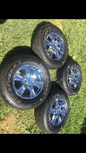 """18"""" Chrome Ford F-150 / expedition 6 lug rims & tires for Sale in Modesto, CA"""