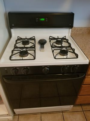 Fridge stove and dishwasher need gone today 300 or best offer nothin wrong with it for Sale in Columbus, OH