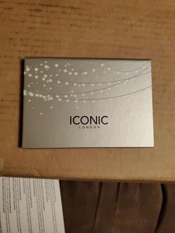 Iconic London Cosmetics Blaze Chaser Face Pallete for Sale in Fairmont,  WV