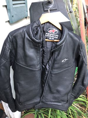 Alpinestars leather motorcycle jacket zip out inner liner full padding size large for Sale in Woburn, MA