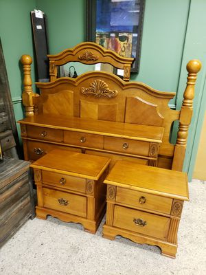 Head board rails footboard, 2 nigth stands dresser and mirror for Sale in Concord, NC