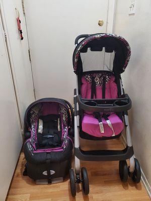 Car seat+ stroller for Sale in Los Angeles, CA